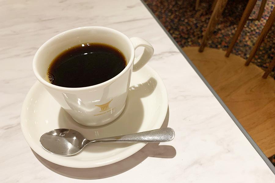 幻のコーヒーと言われているインドネシア中部にあるスラウェシ島トラジャ地方でだけで栽培されるコーヒー豆を使ったブレンドコーヒー(お代わり自由)500円