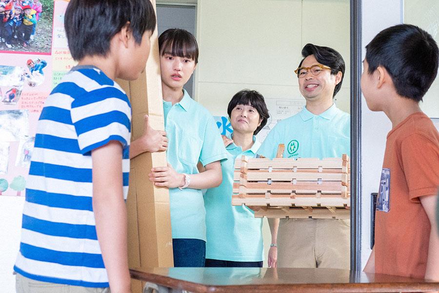 林業を教えに小学校を訪れた百音(清原果耶)(C)NHK