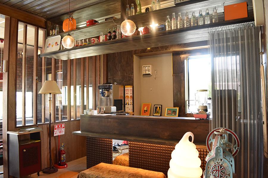 オーナーの奥様アイコさんが担当する「コーヒースタンド カセットテープ」。元待合室をリフォーム