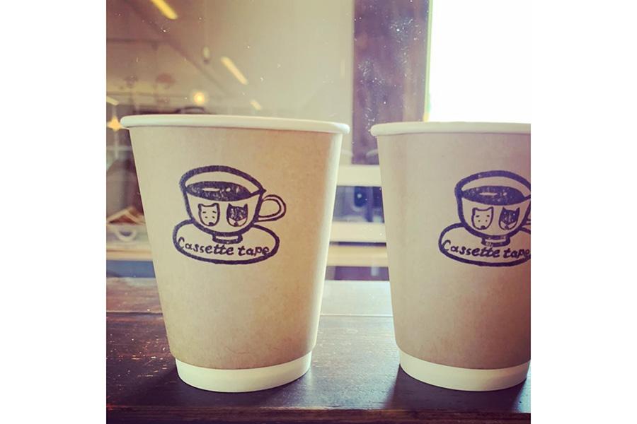 「コーヒースタンド カセットテープ」ではテイクアウト用のコーヒーも