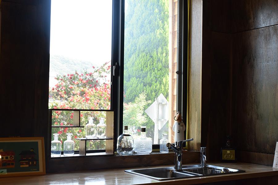 窓から見える周辺の景色も楽しみのひとつ