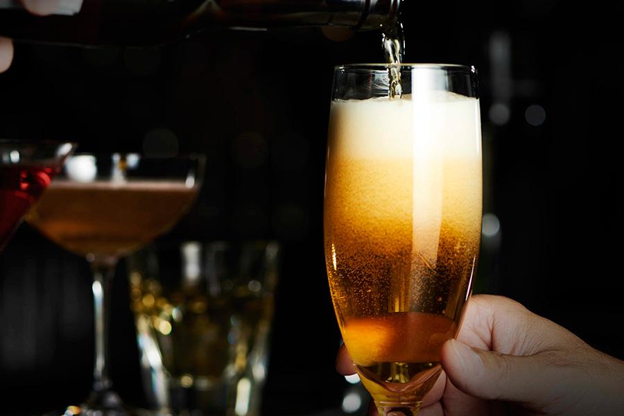 ビール、サワー、スパークリングワイン、日本酒などが飲み放題に