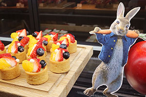 映画『ピーターラビット』の遊び心溢れるブッフェが奈良に登場