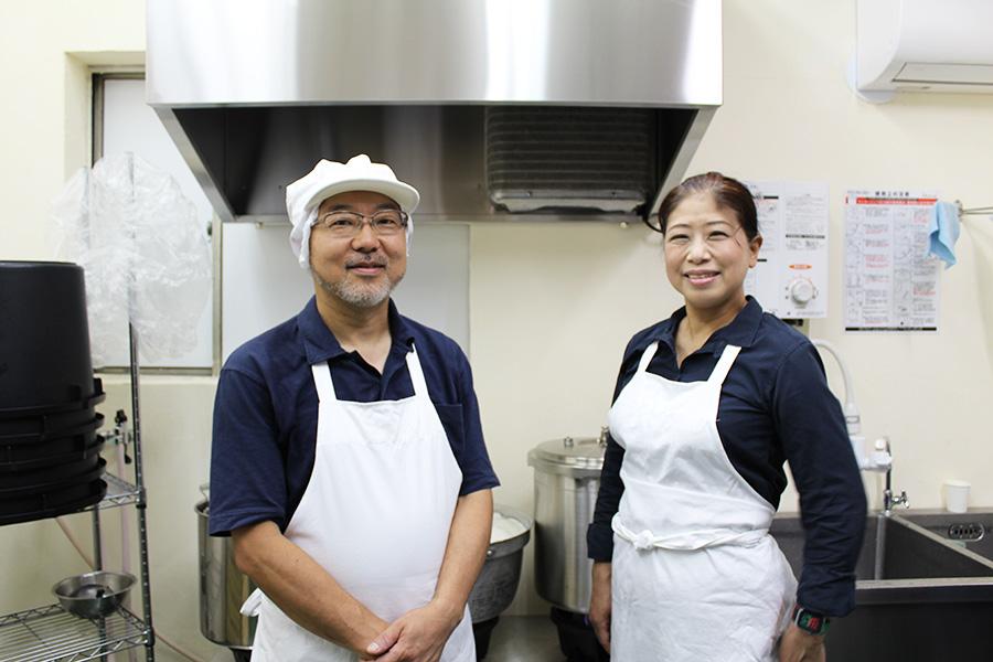 文献を研究するなど探求心も旺盛な店主・伊戸川浩一さんと妻の敏江さん。目指すのは、この場所に溶け込む「街の納豆屋さん」