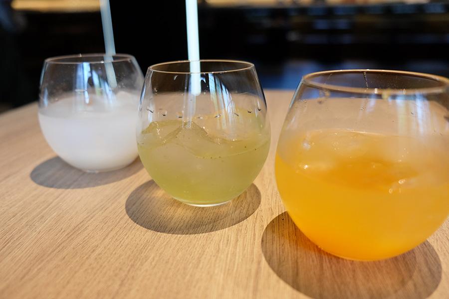 CANVASラウンジのバーラウンジでは、オリジナルカクテル「京(みやこ)サワー」(600円、ノンアルコールは500円)を提供。大葉や人参、京都の酒蔵の酒粕など、和の食材を使った、女性も飲みやすいお酒