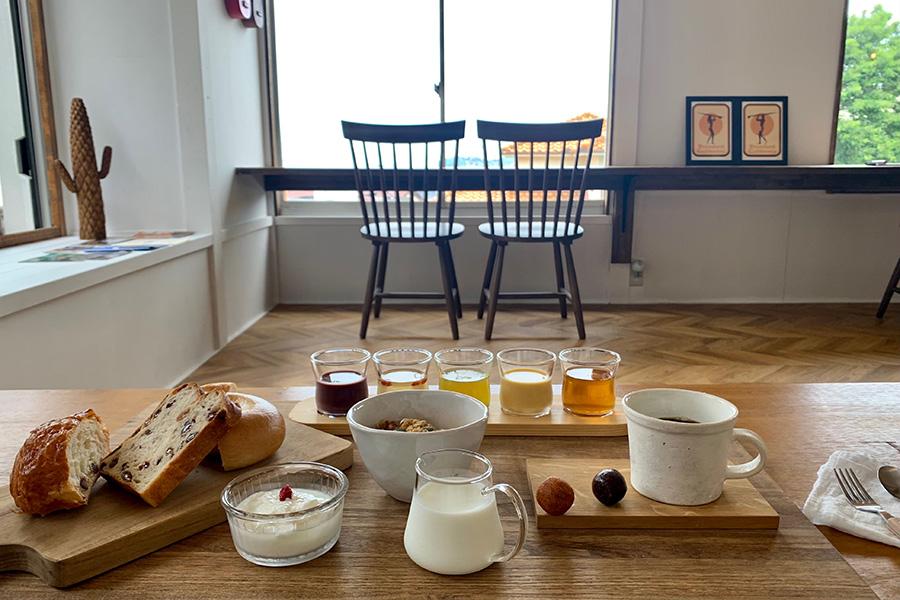 和歌山県外の宿泊者なら地元から、県内の宿泊者には県外のパン屋さんからそれぞれ取り寄せて提供するパンもこだわりの1つ