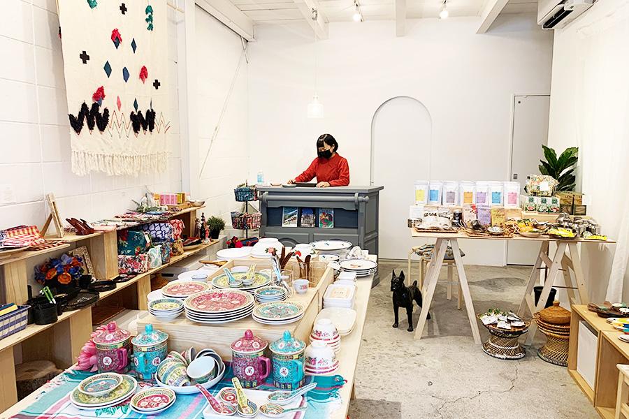デザイナーでもある荻田純さんがセレクト。ディスプレイなども洒落ててインテリアの参考にしたくなる