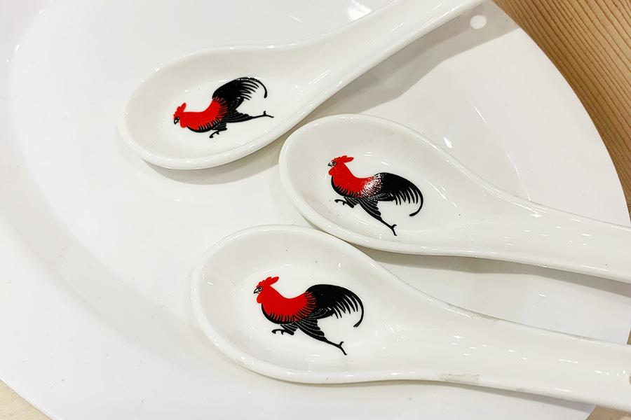 ニワトリのデザインがかわいい、中国の食器