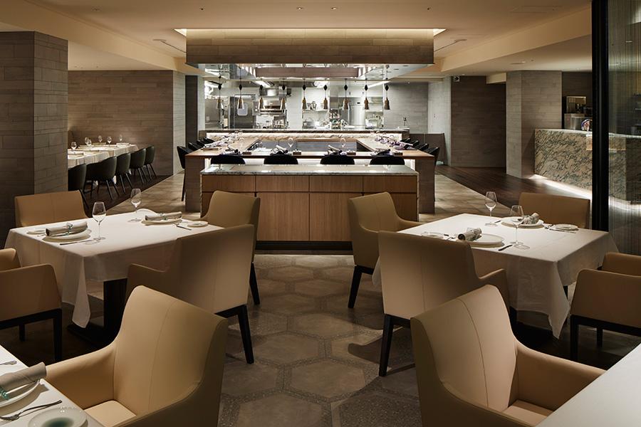重厚な雰囲気が魅力のイタリア料理店「SCALAE」