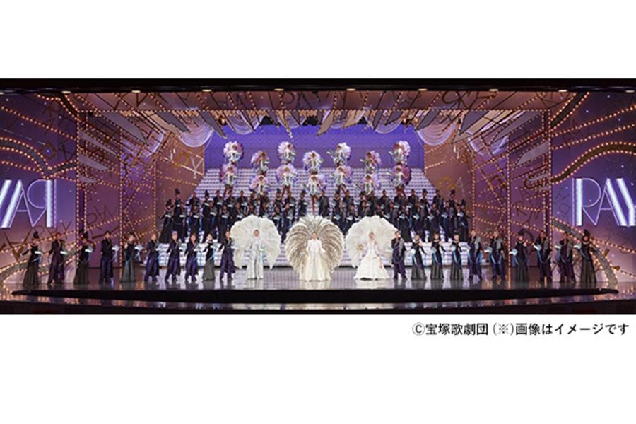 宝塚歌劇団による公演を新たな楽しみ方で鑑賞できる