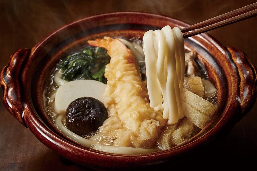 「鍋やき手延べうどん」1401円。お鍋に入れて、解凍させながら煮込むだけ。出汁の旨みと素材の良さは本格派
