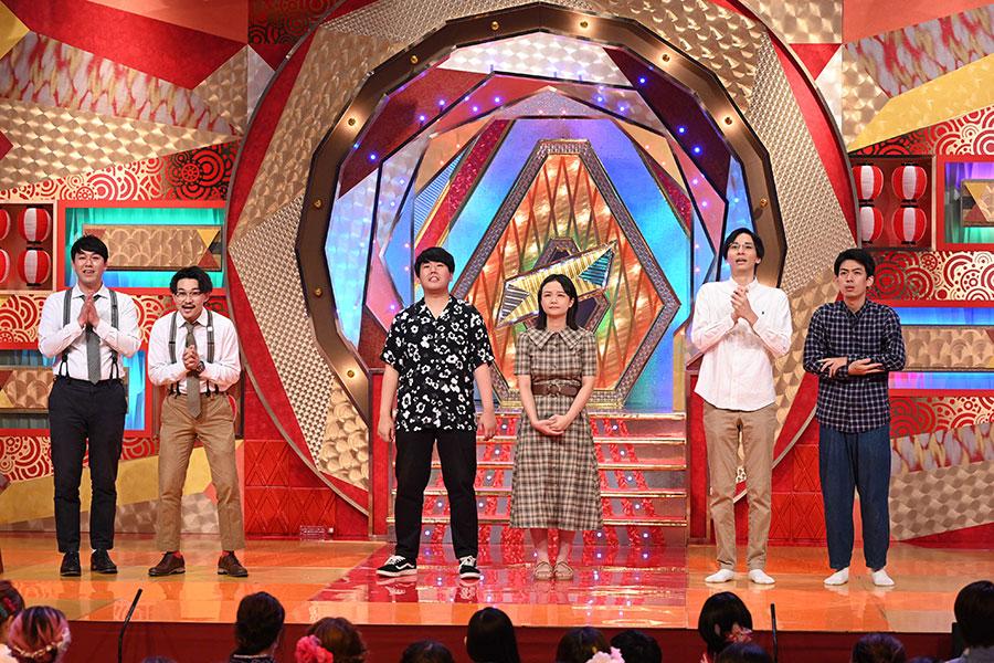 『第42回 ABCお笑いグランプリ』結果発表の様子(左からオズワルド、蛙亭、カベポスター)(C)ABCテレビ