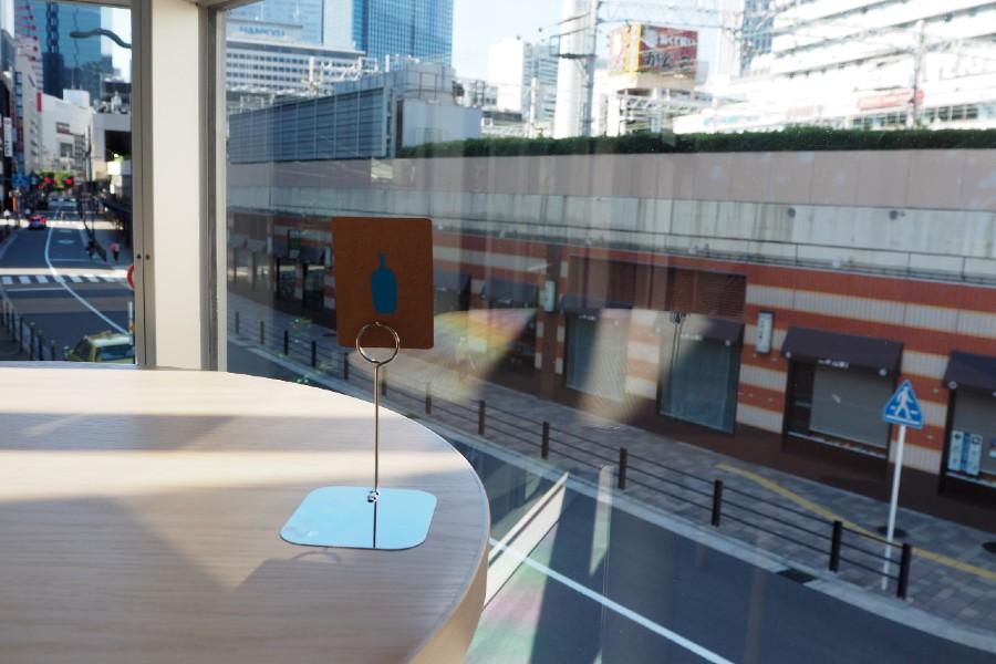 2階席からは阪急電車が見える