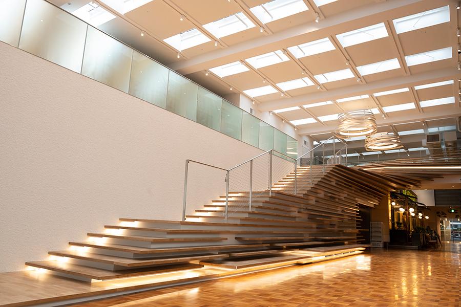 一部ベンチの機能も備える階段