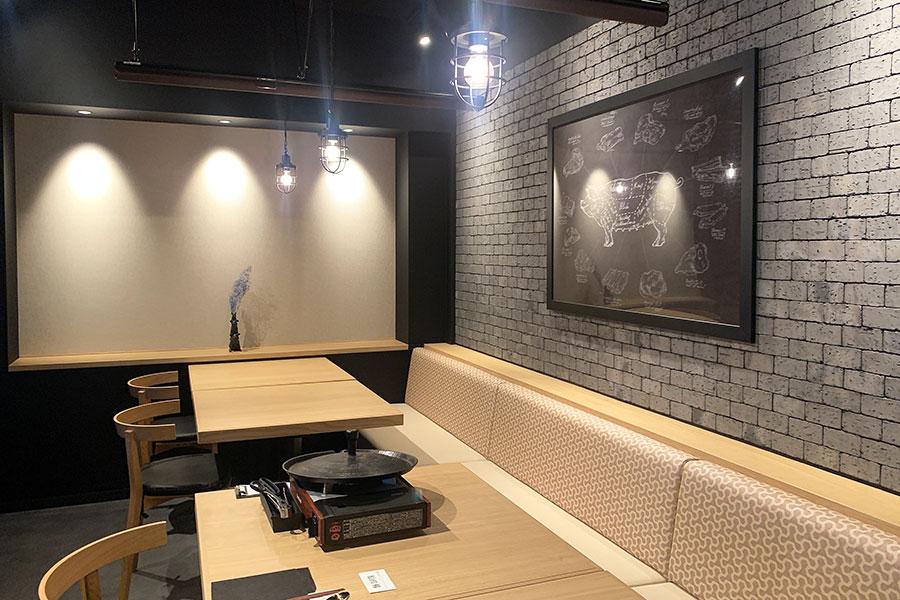 店内はソウルの今の最先端な大人が集うダイニングをイメージ