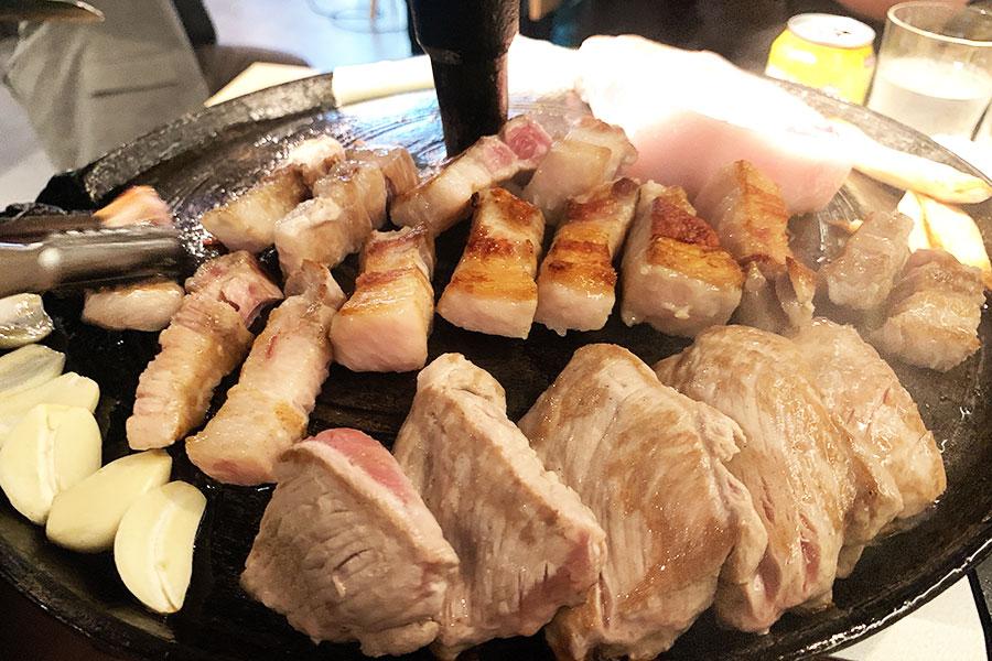 京都・名焼肉店の新展開は、韓国最新スタイルのサムギョプサル店