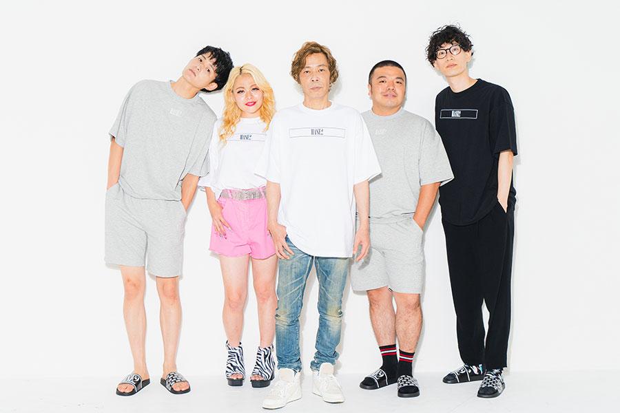モデルを務める(左から)コウテイ九条、エルフ荒川、長谷川宏、セルライトスパ大須賀、もりやすバンバンビガロ