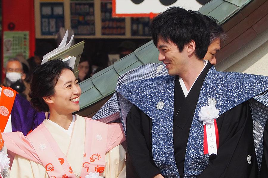 節分祭に参加し、笑顔で話す大島優子と林遣都(2020年2月3日・成田山不動尊)