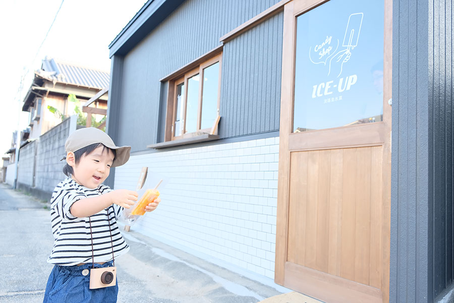 住宅街の一角に佇む「ICE UP」は、実家のガレージをリノベーション