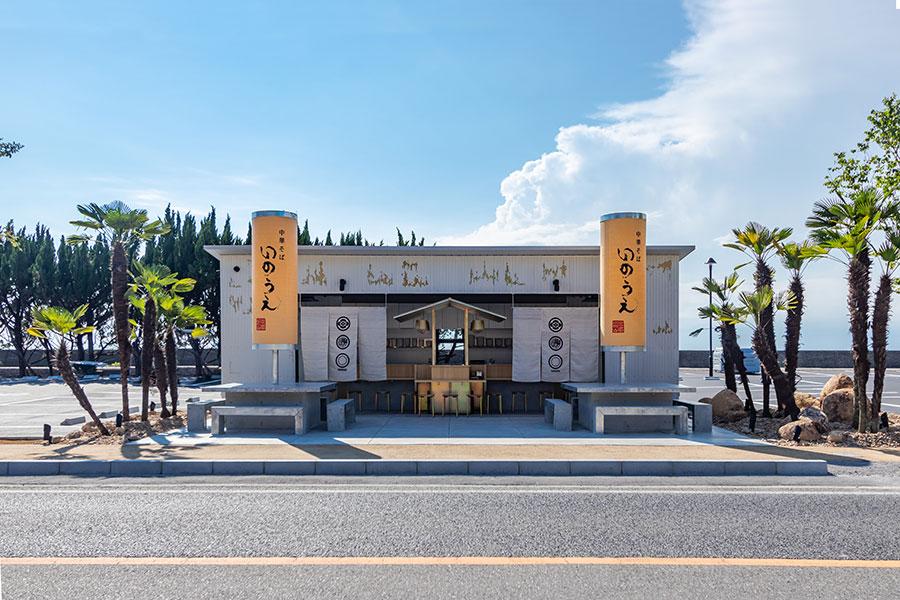 「中華そば いのうえ」の店舗は国内外で活躍するGLAMOROUS co.,ltd. 森田恭通氏が手掛ける初の屋台デザインとなる