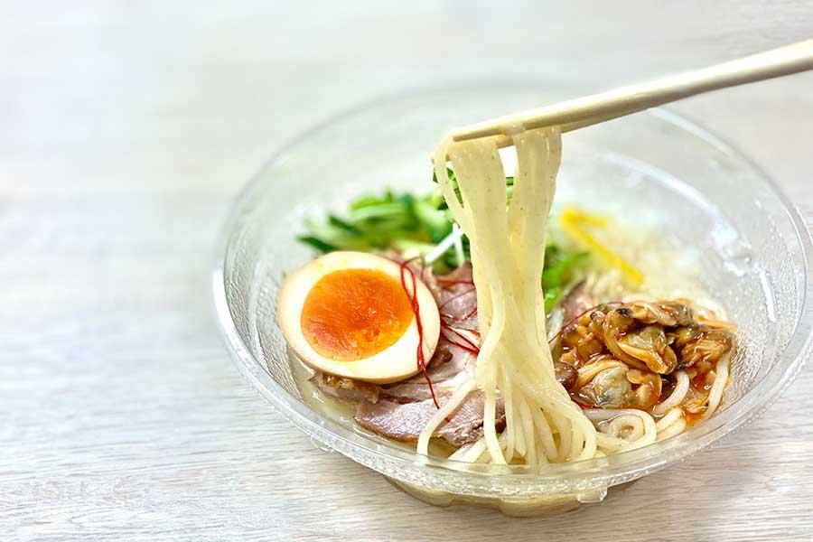 「人類みな麺類監修 冷しあさりチャーシュー麺」(598円)