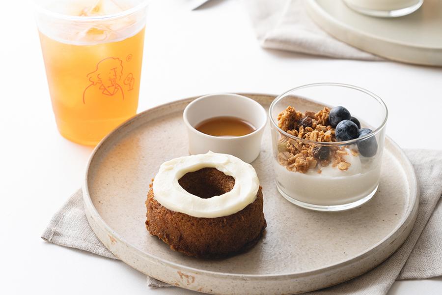 キャロットケーキ&グラノーラ(850円・コーヒー(hot / iced) or アールグレイティー(hot / iced)付き)