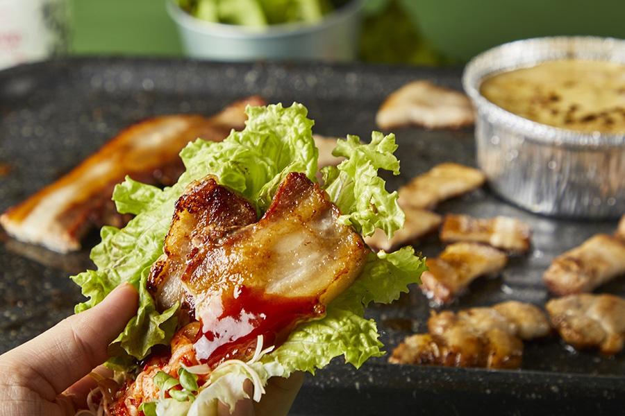 肉厚サムギョプサルBBQとヤンニョムチキンフォンデュ(韓国屋台グルメ&手巻きキンパ食べ放題付き)2500円