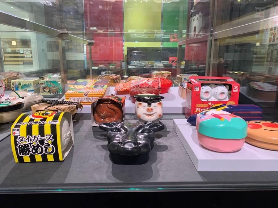 特徴的な駅弁のパッケージも展示される企画展『鉄道と食のいろどり』(6月29日・京都鉄道博物館)