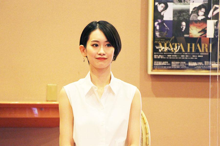 「梅田芸術劇場は『ただいま』と言いたくなる、ホームのような感じがしてとてもうれしいです」と愛希れいか