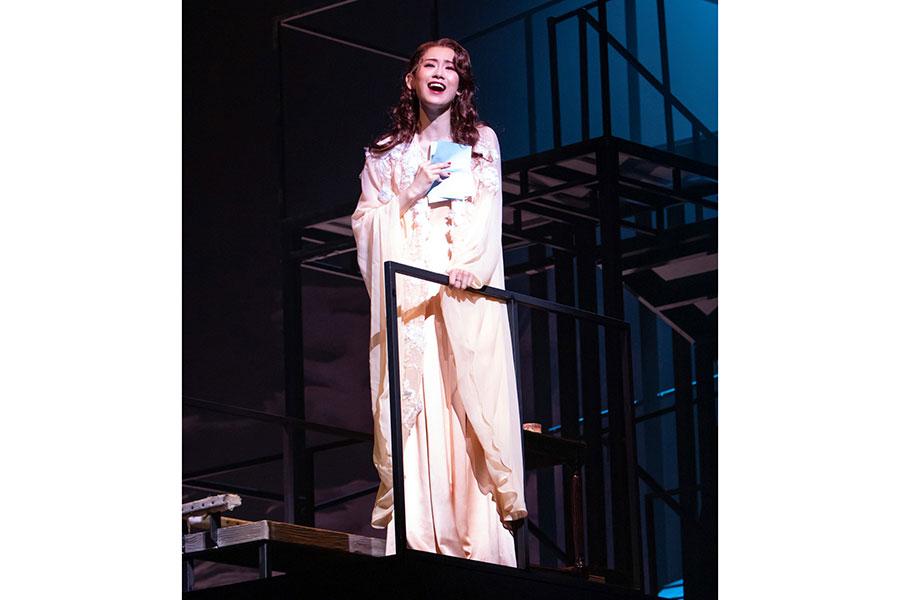 辛い過去を封印し、ダンサーとして生きる道を選んだマタ・ハリ役の愛希れいか。撮影:岡千里