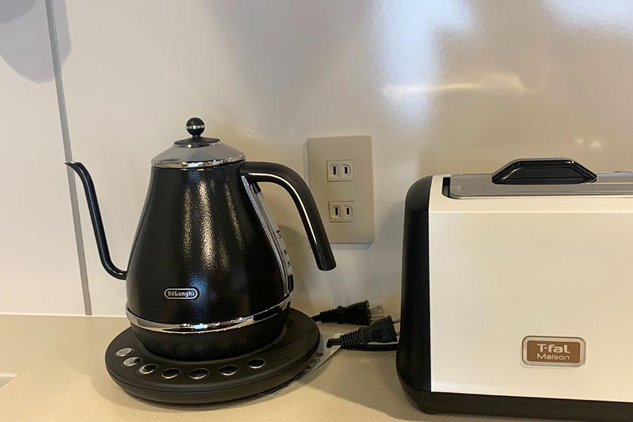 部屋にある電気ケトルは、温度設定ができるので、煎茶などぬるめ設定のお茶にも便利