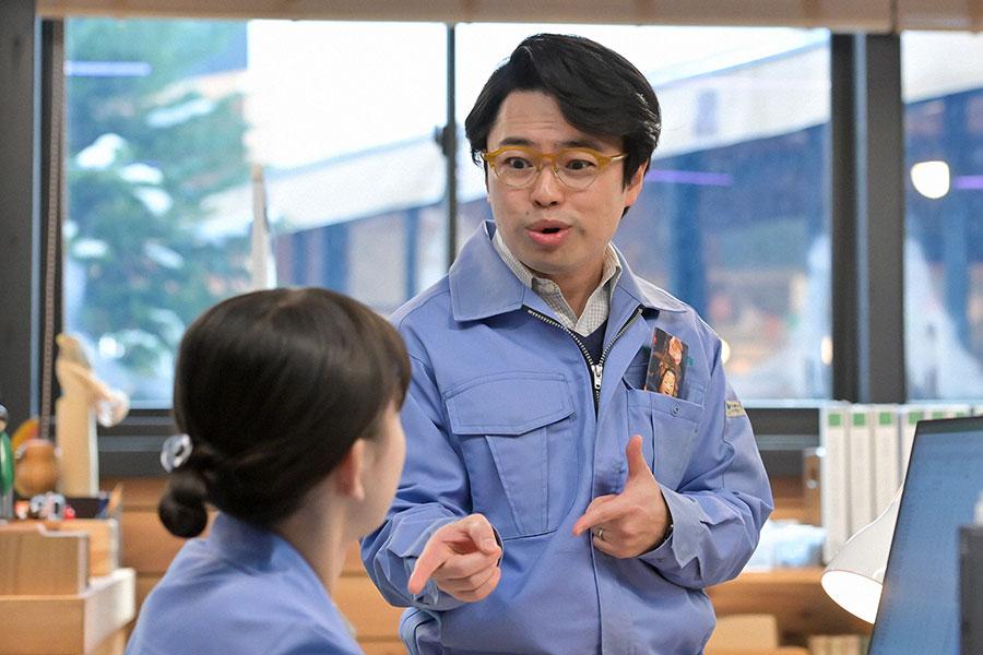佐々木課長(浜野謙太)(C)NHK
