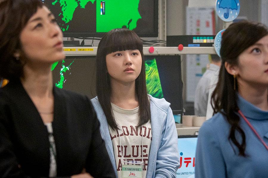 テレビ局で気象コーナーを手伝うことになった百音(清原果耶)(C)NHK