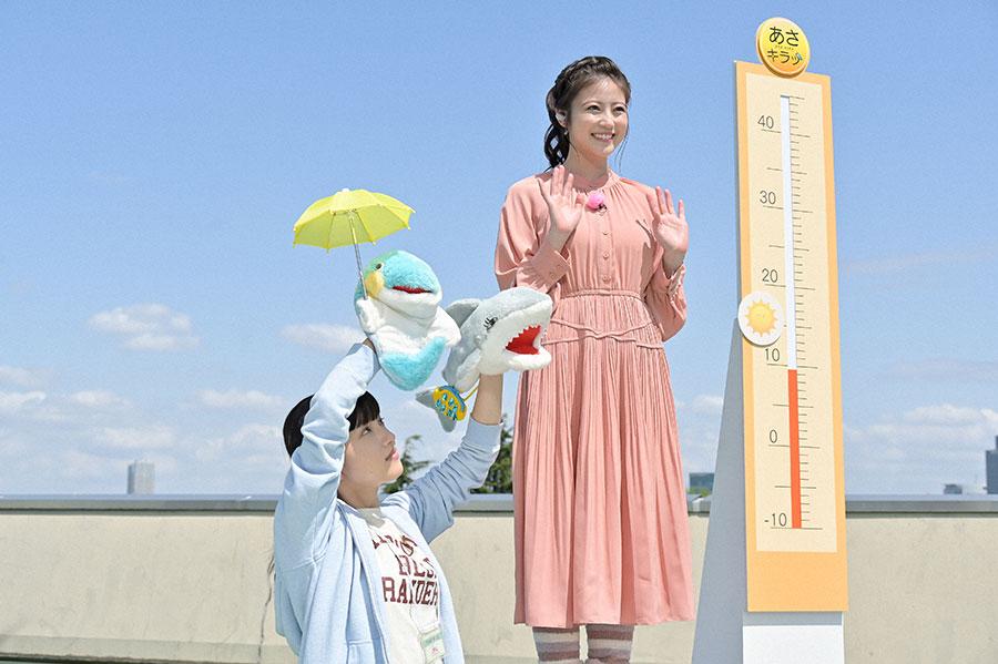 中継コーナーを担当するキャスター・莉子(今田美桜)(C)NHK