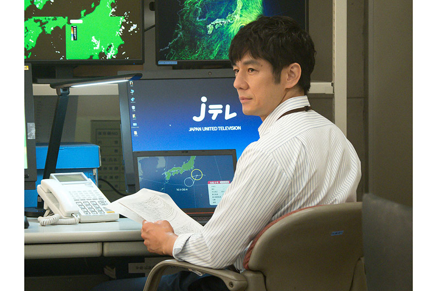 百音を見守る上司・朝岡(西島秀俊)(C)NHK