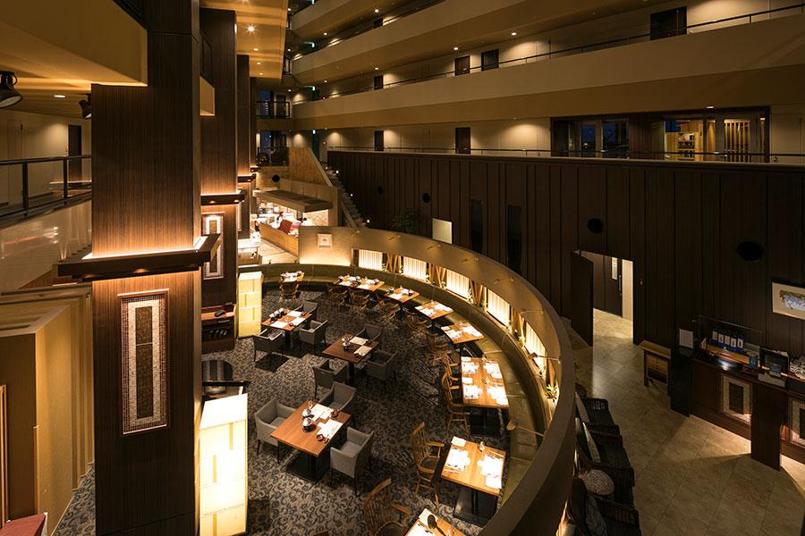 ディナーは「海のホテル 島花」のレストランで