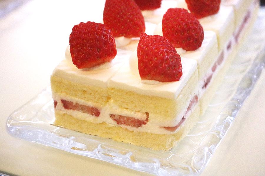 3種のショートケーキ食べ比べも。写真は「夏いちごのショートケーキ」