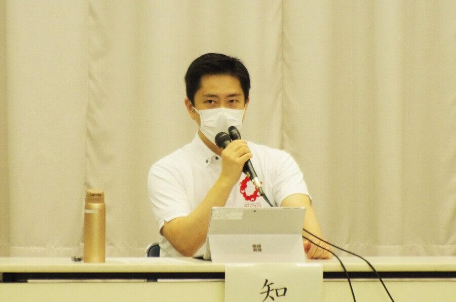 『大阪府新型コロナウイルス対策本部会議』でまん防延長の必要性を話した吉村洋文知事(7月7日・大阪府庁)