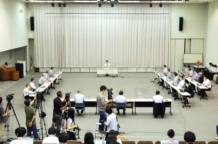 『大阪府新型コロナウイルス対策本部会議』の様子(7月7日・大阪府庁)