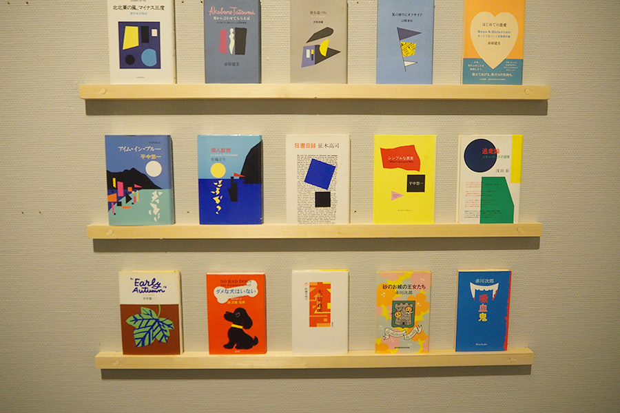 展示品一例。装幀の仕事では、抽象画も多い