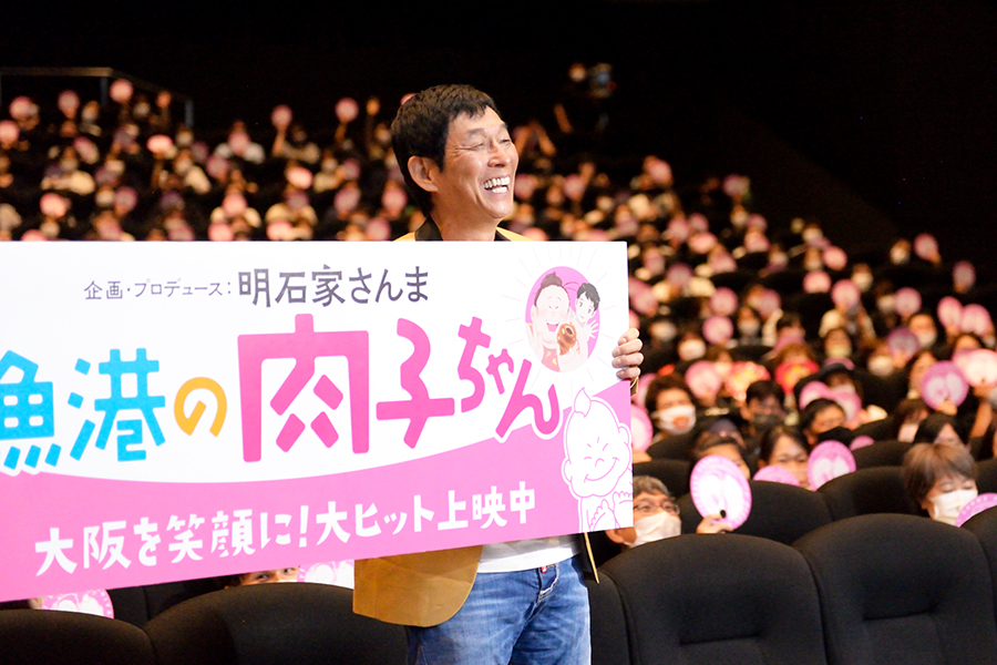 700人の観客を背にフォトセッションがおこなわれた(4日・大阪市内)