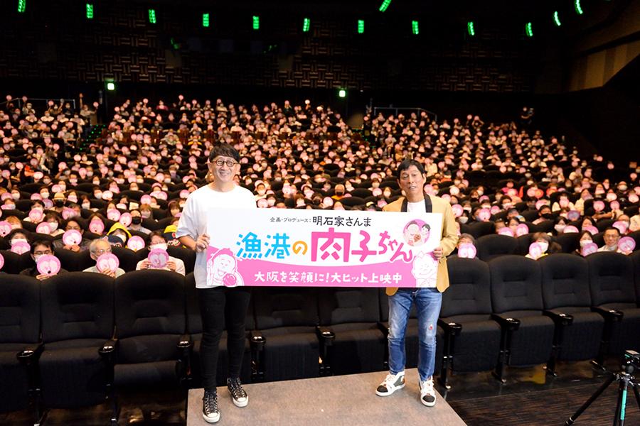 渡辺歩監督(左)、明石家さんま(4日・大阪市内)