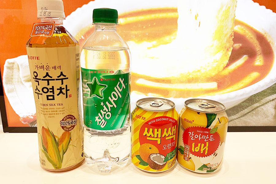 トウモロコシ ヒゲ茶270円、七星サイダー250円、オレンジジュース210円、梨ジュース210円