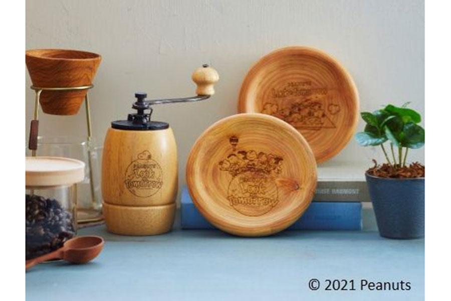 7階で販売される「カリタ」コーヒーミル6050円、「ソノベ」木製プレート各3080円