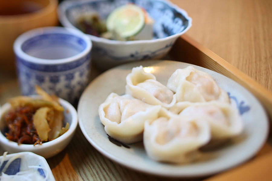 ちまきと水餃子のセット(水餃子6個)1350円~。ちまきの代わりにビーフンとのセットもあり