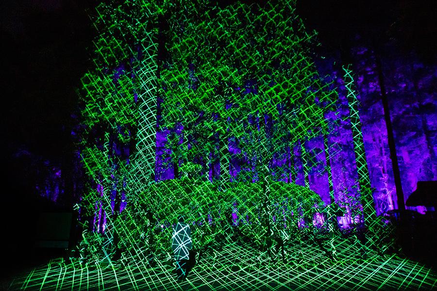 イメージ画像 チームラボ《具象と抽象 - 陽と陰の狭間》「チームラボ 偕楽園 光の祭」 2021年 (C)チームラボ