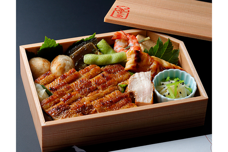 事前のweb予約(現在は終了)で1番人気だったという<辻留>季節の折詰鰻寿司(5400円)