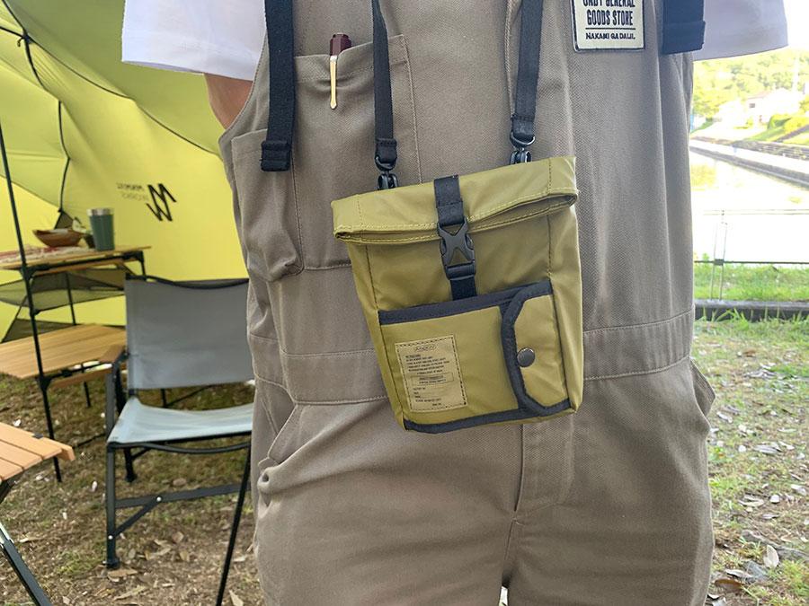 ナイロンポリカーボネート ウォレットショルダー6600円は財布の中身とスマホだけをまとめて遊びに行く時に便利。防水だから水辺のレジャーにも。/AS2OV