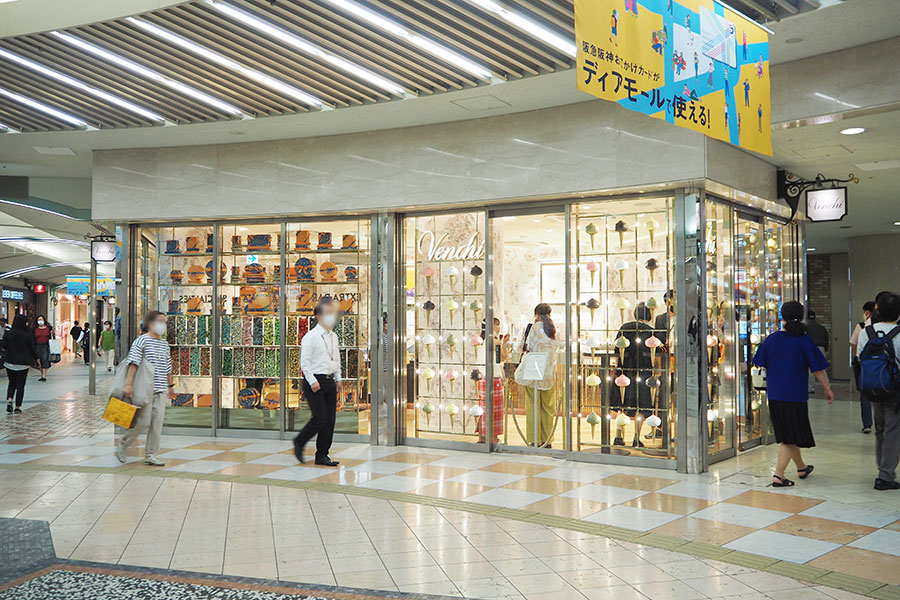イタリアの街並みをイメージした「ディアモール大阪」の円形広場に出店した「ヴェンキ ディアモール大阪店」