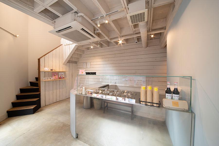 「イエロー神戸元町店」では、劣化しないようにジェラートのケースには蓋がされているのも特徴